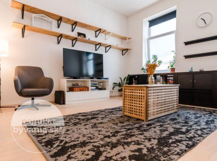 PREDANÉ - MOSKOVSKÁ, 2-i byt, 61 m2 - MEDICKÁ ZÁHRADA, vlastný dvor, CENTRUM MESTA, zrekonštruovaný byt