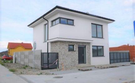 Moderné rodinné domy v obci Lehnice