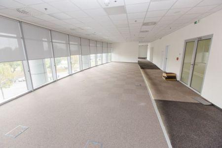 IMPEREAL - Prenájom - kancelárske priestory 200 m2 , 2.NP.v budove POLUS Tower 2, Vajnorská ul., Bratislava III,