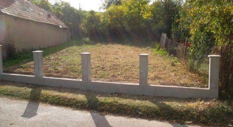 PREDAJ - pozemok vhodný na výstavbu rodinného domu v obci Leľa.