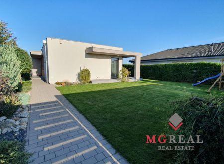 Na predaj exkluzívny jednopodlažný rodinný dom v Senci