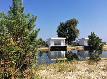 ZNÍŽENÁ CENA - moderná novostavba chaty súkromnom jazere