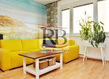 Na predaj 4 izbový byt s dvojgarážou na Sedmokráskovej ulici v Ružinove