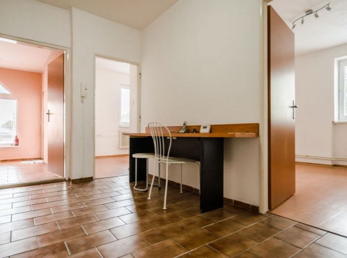 KAŠMÍRSKA, kancelársky priestor, 92 m2 - BEZPROBLÉMOVÉ PARKOVANIE, rýchle napojenie NA HLAVNÉ ŤAHY