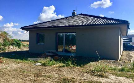 Novostavba 4 izbového samostatného bungalovu s pozemkom 740 m2 v tichej a príjemnej časti obce Dunajská Lužná.