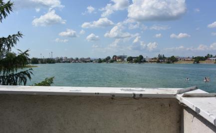 Predaj Chata priamo pri vode s veľkým pozemkom, Slnečné jazerá SENEC-JUH