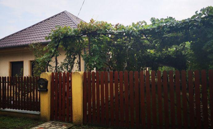 Vidiecky dom kompletne zrekonštruovaný+zariadený v romantickom štýle, do ktorého sa hneď zamilujete! Len 8km od PODHÁJSKEJ!