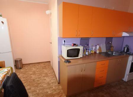 Exkluzívne APEX reality 3i. byt s balkónom na Hollého ul., 82 m2, šatník, komora