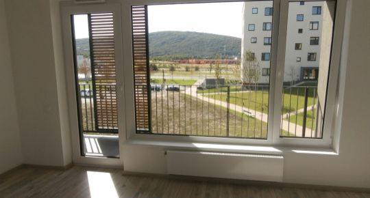 TOP Realitka - Exkluzívne, zariadený 1-izbový byt, LOGGIA, parking, ticho, zeleň, TOP lokalita Bory, Malé Karpaty, ul. Hany Ponickej