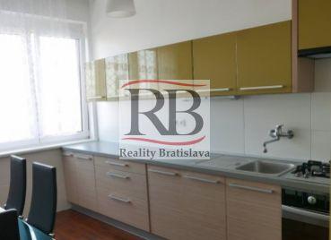 3izbový byt v samotnom srdci Bratislavy na Námestí SNP