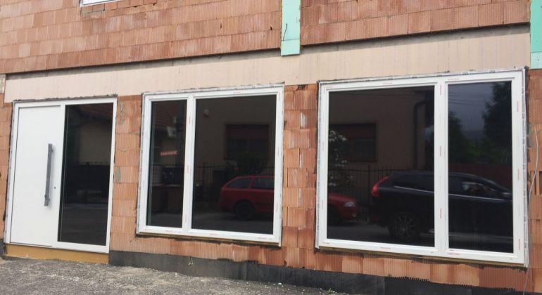Ponúkame obchodný priestor a 3 byty v Záhorskej Bystrici na prenájom voľné od Februára 2020