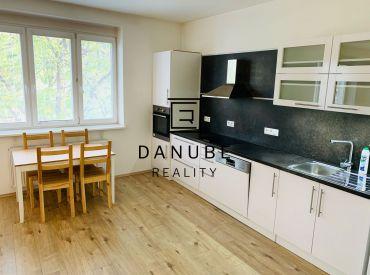Predaj priestranný 2-izbový byt Levická ulica pri OC Centrál, Bratislava-Ružinov.