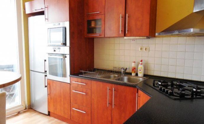 Priestranný 4izb. byt 86 m2 s loggiou, Bzovícka ul, Petržalka - BA V.