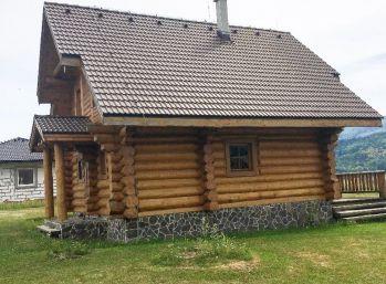 Chata - Kanadský zrub v Banskej Štiavnici - časť Štefultov