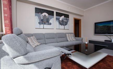 Ponúkame na prenájom zrekonštruovaný, zariadený 2-izbový byt v centre mesta na Krížnej ulici - Staré Mesto.
