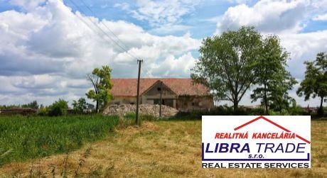 PREDAJ - Farma v Čičove 30 km od Komárna - 12 ha DOHODA MOŽNÁ!