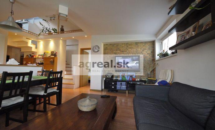 4-izbový mezonetový byt 114, 64 m² s balkónom a AC, nadstavba Nivy - Súťažná ulica