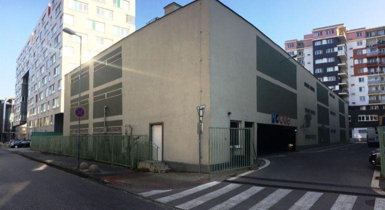 Garáž v garážovom dome na Mraziarenskej ulici - Ružinov