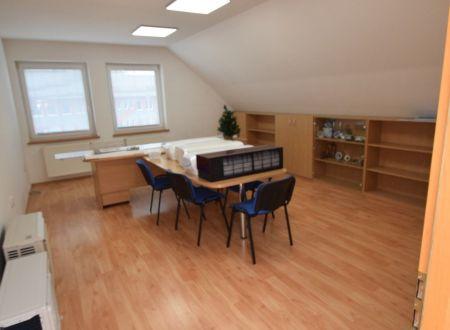 Prenájom kancelárií - tri miestnosti, sklad, aj jednotlivo, v blízkosti stanice, Piešťany
