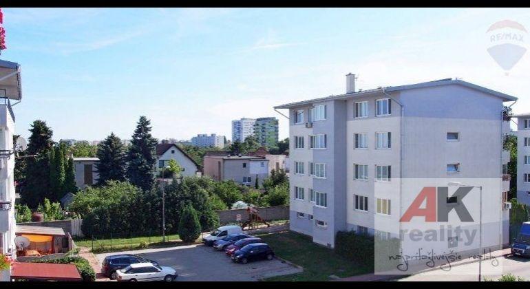 Prenájom 2 izbový byt Bratislava-Vrakuňa, Píniová