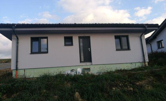 Novostavba 4 izbového rodinného domu v tichom prostredí pri Bánovciach nad Bebranou.