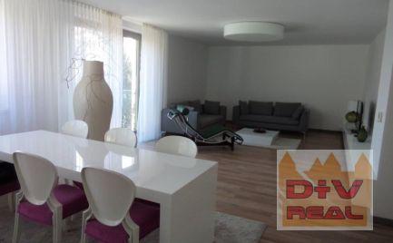 D+V real ponúka na predaj: 3 izbový byt, Timravina ulica, Bratislava I, Staré Mesto, parkovacie miesto v cene, záhrada k dispozícii,  nový, moderne vybavený a zariadený