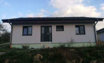 4 izbová novostavba rodinného domu v tichom prostredí pri Bánovciach .