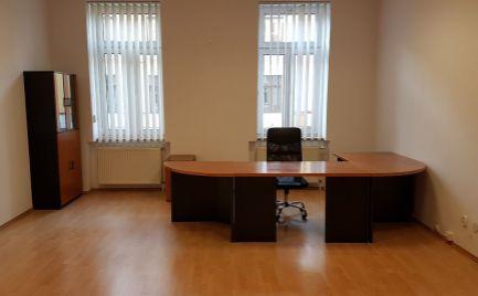 Prenájom kancelárskych priestorov 36 m2,  centrum B. Bystrica - Cena 170 Euro / mesiac