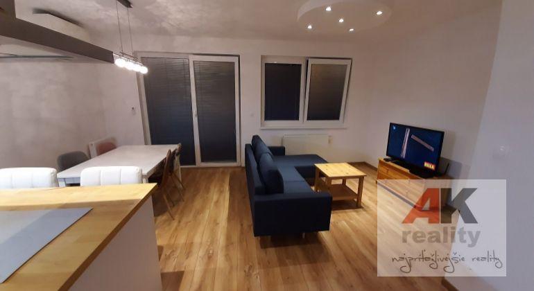 Prenájom - pekný 2 izbový byt v novostavbe s parkovacím miestom a loggiou, Stupava, Cementárenská ulica.