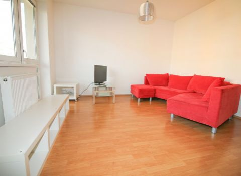Na prenájom 2 izbový byt v obľúbenej časti Petržalky na Šustekovej ulici