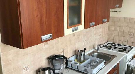 Predaj - Kompletne prerobený 2 izbový byt so zariadením na Gazdovskej ul. v Komárne