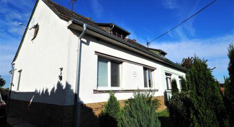 Na predaj rodinný dom 3+1 + mobilný dom, 463 m2, Hrádok