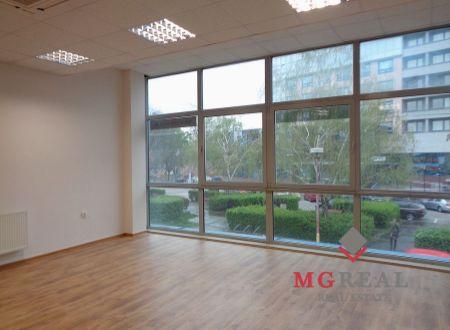 Priestory s plochami 90 m² a 86 m²  v centre Trnavy vhodné na na kanceláriu, pohybové cvičenia, účtovníctvo, poradenské a finančné služby