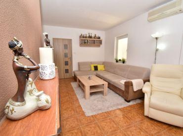 4i dom, 170 m2 – SENEC: pozemok 998 m2,tehla, kompletná rekonštrukcia, garáž, krb, pokojná lokalita blízko jazera