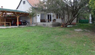 Na predaj rodinný dom s krásnym veľkým pozemkom – Dobrohošť