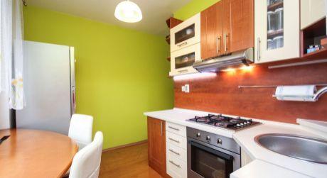 Na predaj priestranný 2 izbový byt s velkým balkónom - Dubnica nad Váhom