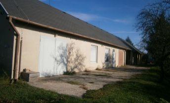 Predaj komerčného priestoru, vhodného aj na bývanie, na predaj v obci Jasová!