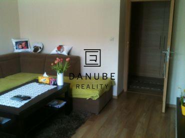Prenájom 2 - izbového bytu na Družstevnej ulici, Bratislava - Nové Mesto.