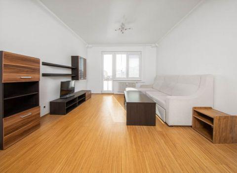 Na predaj zrekonštruovaný 2 izbový byt s 2 balkónmi vo vynikajúcej lokalite