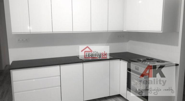 TOP LOKALITA -Ponúkame moderne novozrekonštruovaný 3 i byt s novou kuchynskou linkou.