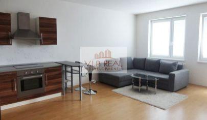 Priestranný 1-izbový byt s balkónom v Petržalke