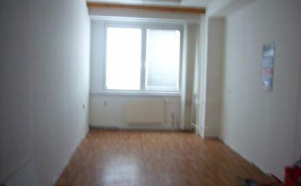 Ponúkame do prenájmu kancelárske priestory v zrekonštruovanej budove v Prievoze.