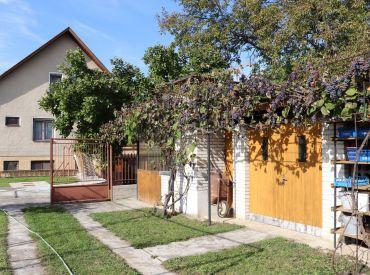 Na predaj veľký rodinný dom s krásnou záhradou, Svinná, 1668 m2