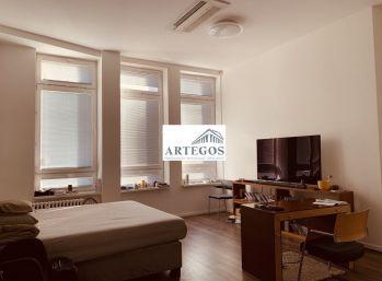 Veľký klimatizovaný 3 izbový byt v priamom centre mesta