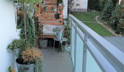 Predaj - 3 izbový byt s loggiou, v zrekonštruovanom bytovom dome,  v tichom, zelenom prostredí Karlovej Vsi – Kuklovská ulica. TOP PONUKA !