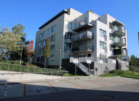 Na prenájom 2 izbový byt neďaleko Horského parku s priestrannou terasou a parkovacím miestom