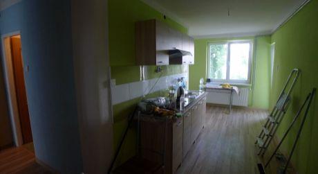 Na predaj kompletne zrekonštruovaný 3-izbový byt na ulici Pod Kalváriou (priem.zóna)