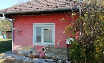 Na predaj rodinný dom v obci Kamenín.