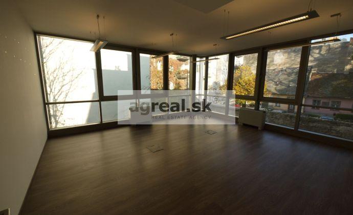 Nadštandardné kancelárske priestory s parkovaním, 147,60 m2, Panenská ulica, 4-5 parkovaní, od 1.decembra 2019