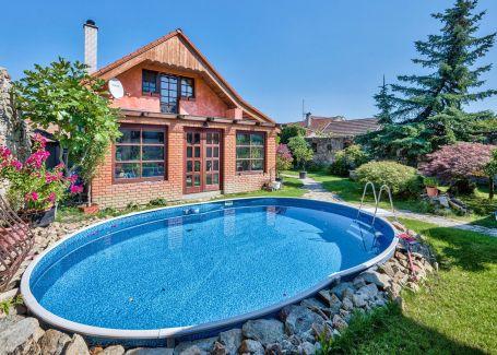 7 izbový rodinný dom s bazénom a vínnou pivnicou, Šenkvice